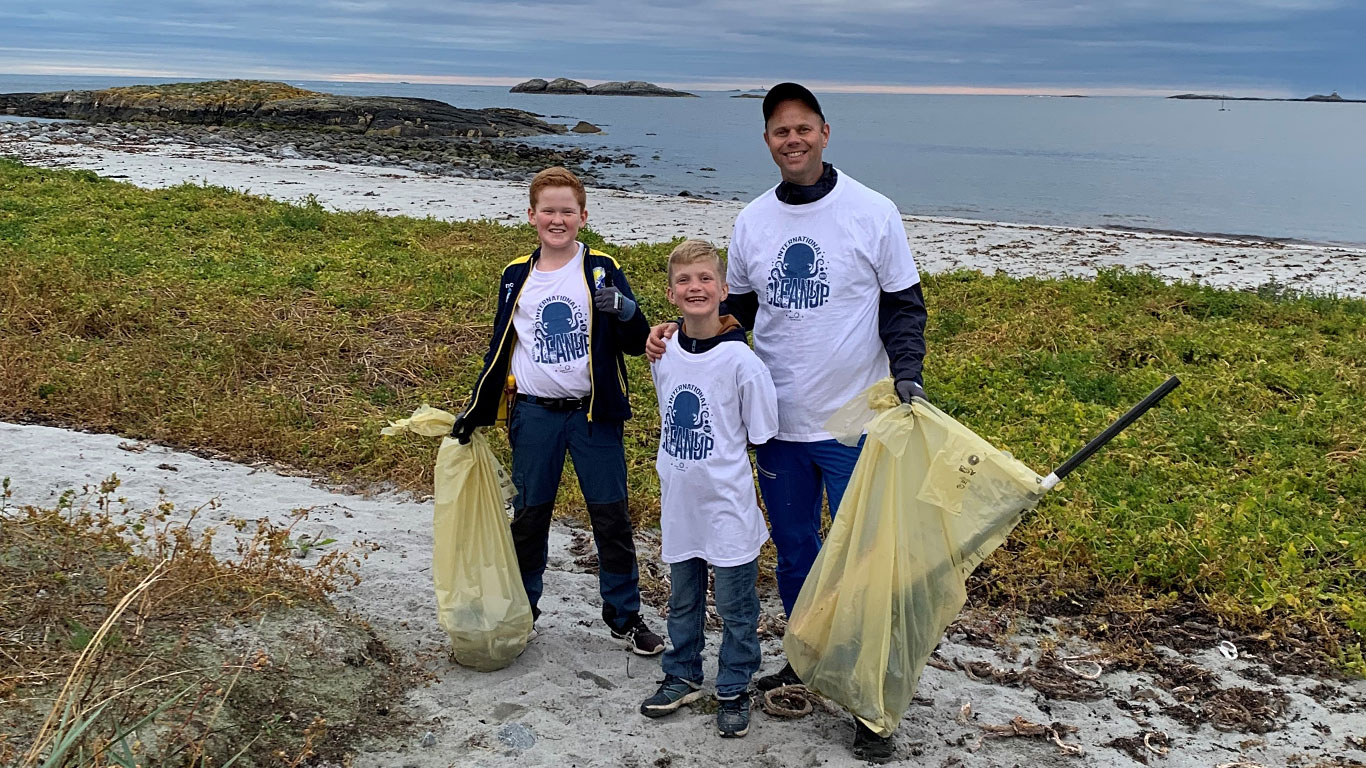 Coastal_cleanup_day_03